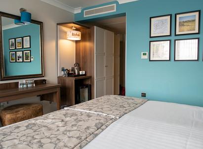 studley-castle-bedroom-5.jpg