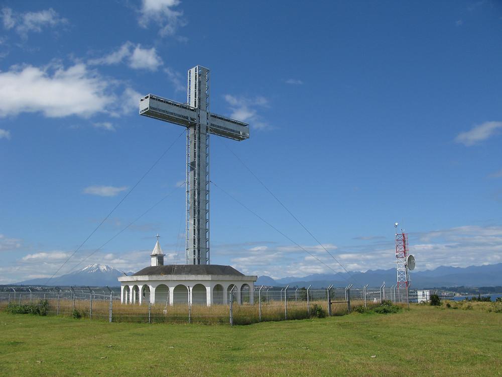 Croix de la Isla Tenglo et belvédère sur le Seno Reloncaví