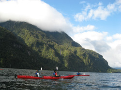 Kayak fiordo Cahuelmo Turismo Patagonia.JPG