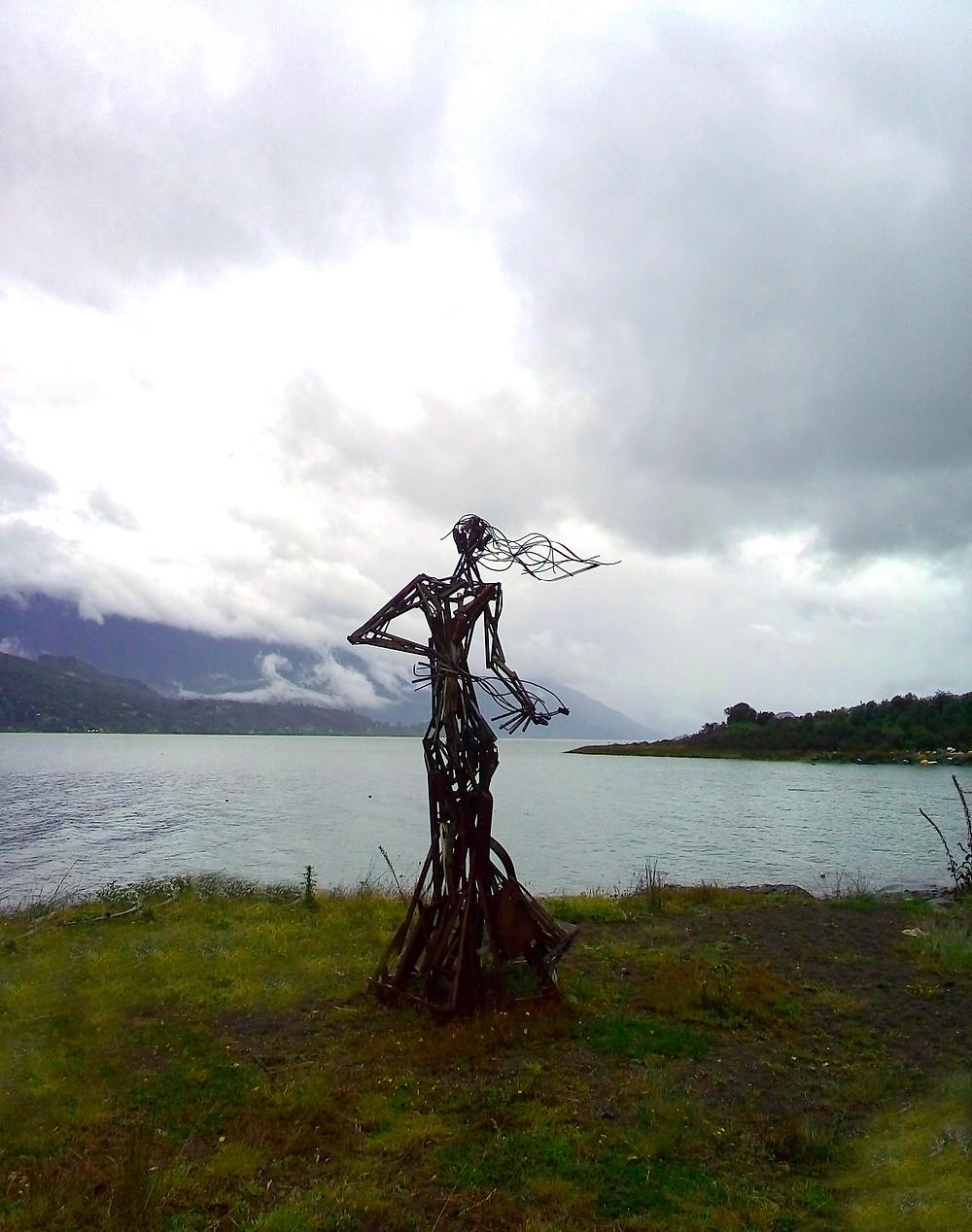 Con Vientos y Marea Comenzó nuestra semana de Kayak!! LLegamos a Rollizo - Estatua Mujer del mar , la que provee de grandes peces y deliciosos mariscos a los pescadores y buzos locales!!!