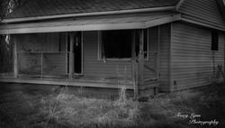 Abandoned house bw
