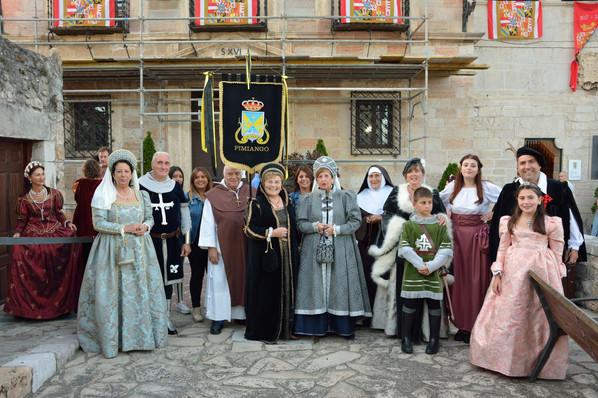 Y la corte mansolea también desfiló en San Vicente de la Barquera