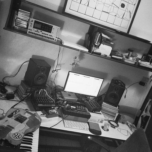 nannue_home_studio_2_edited.jpg