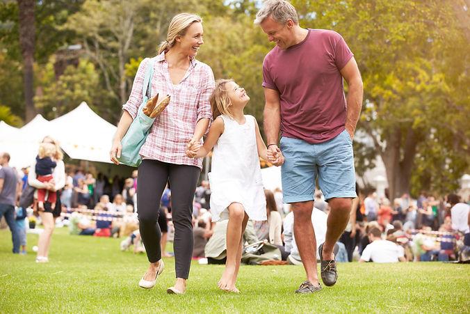 Famiglia a evento all'aperto