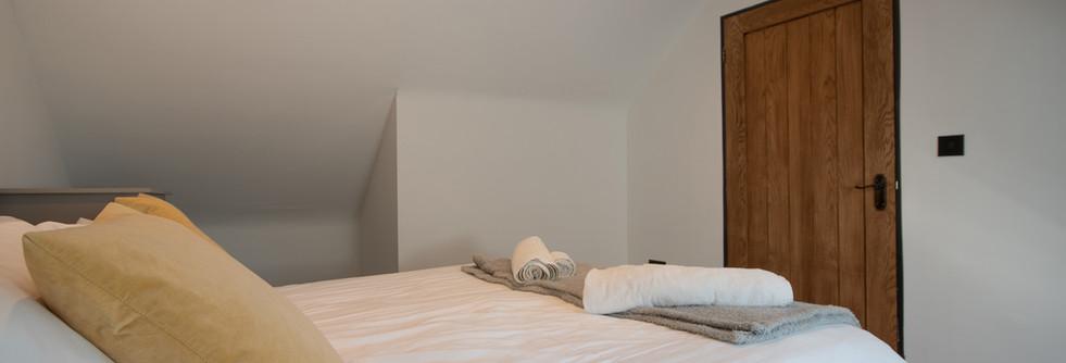 Henmore Bedroom 1 (2).jpg