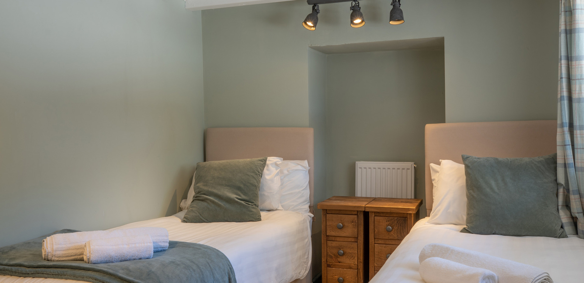 Dovedale bedroom 2 .jpg