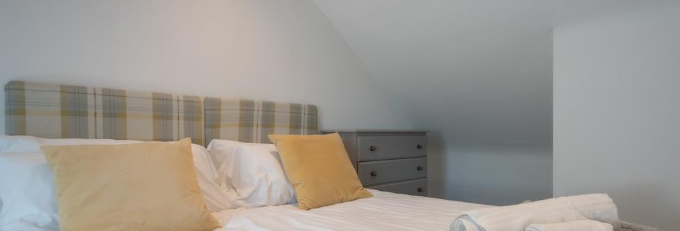 Henmore Bedroom 1 (1).jpg