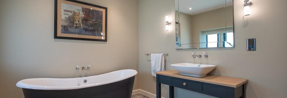 Main House - Bathroom 2 (1).jpg