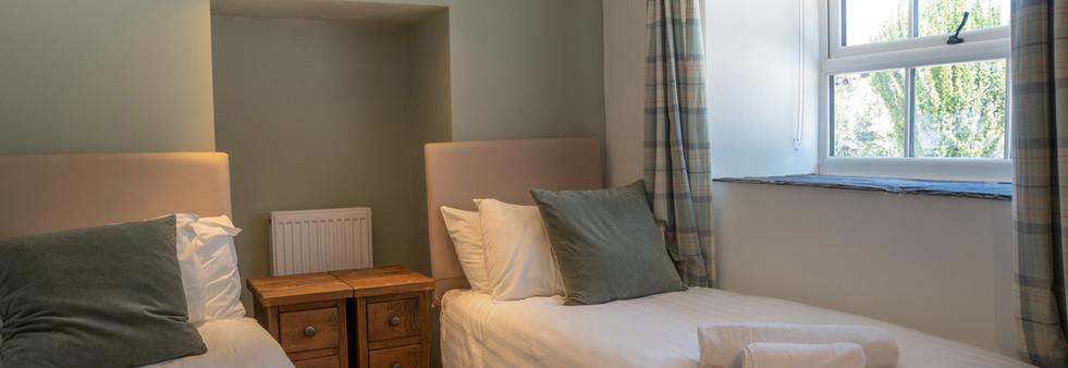 Dovedale bedroom 2 (2).jpg