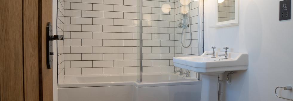 Dovedale Bathroom.jpg