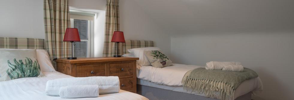 Summer  - Bedroom 2 (1).jpg