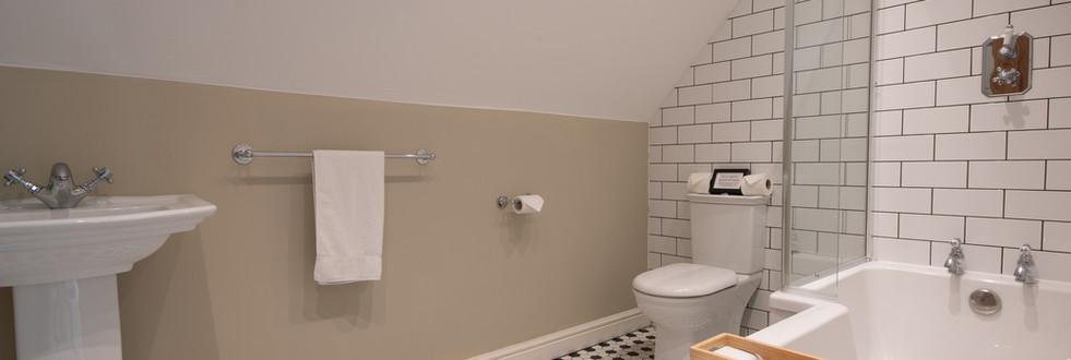 Main house - Bathroom 4.jpg