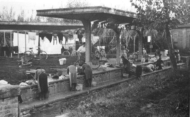 Imola, Lavatorio Via Saffi. Foto Anni '40