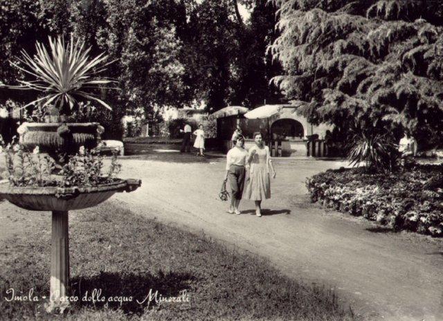 Imola, Acque Minerali. Fontana sulfurea. Cartolina Anni '60