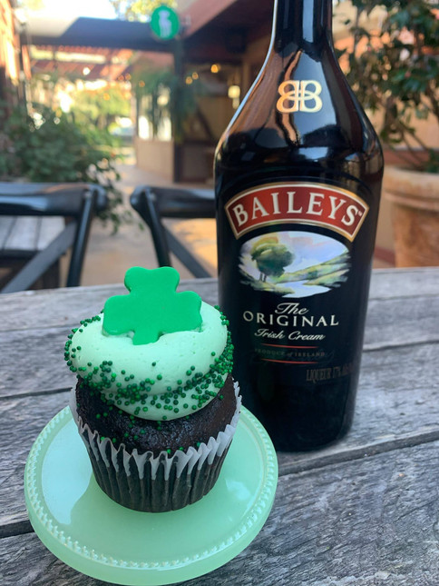 Baileys irish cream cupcake.jpg