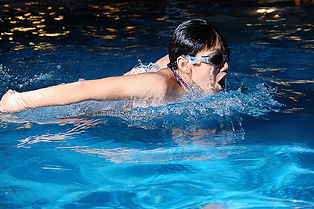 competitive swimming class