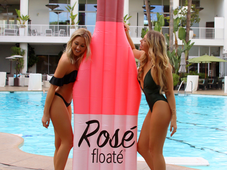 Rosé all day? Only on the Floaté!! 🥂🍷