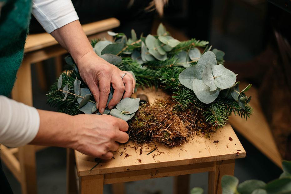 Country wild wreath making -100.jpg
