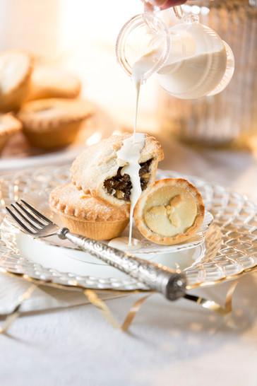 Mince_Pie_Pouring_02.jpg
