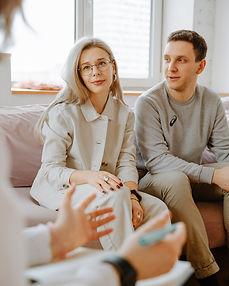 couple-listening-to-therapist-3958381.jp