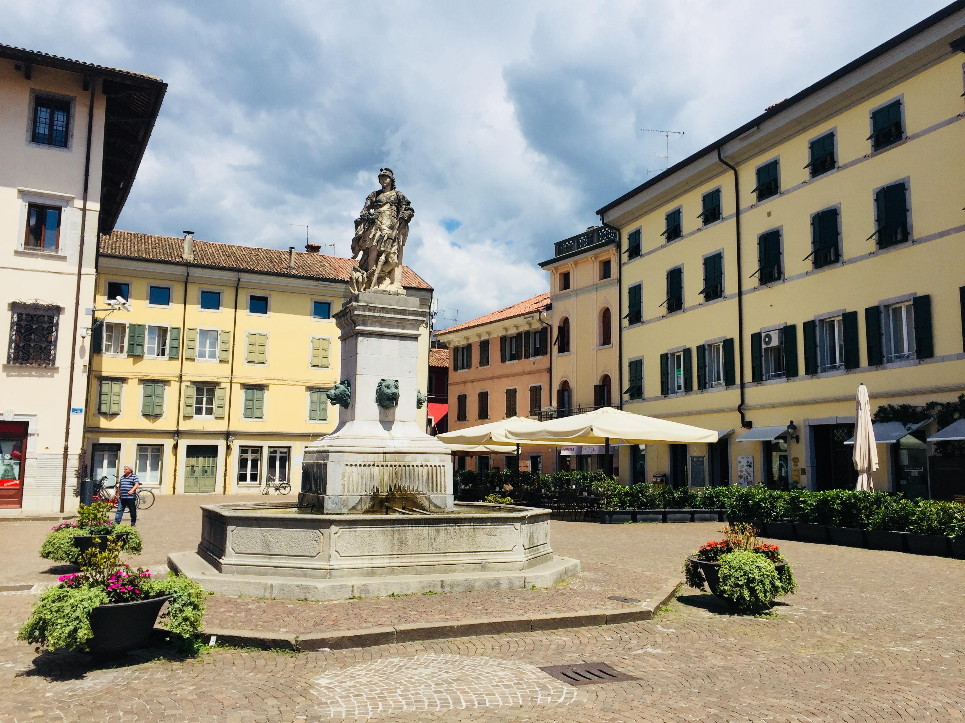 E28-5 Piazza Cividale del Friuli