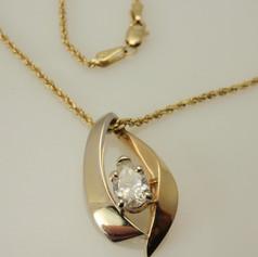 bicolor pear shaped diamond pendant