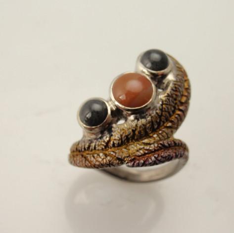 organic cab three stone titanium ring