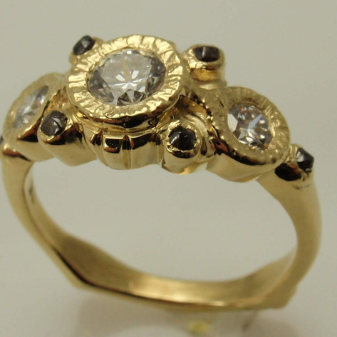 18k yellow gold w/ engraved bezels
