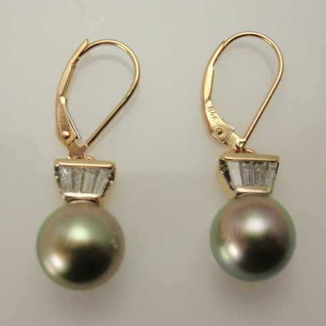 Tahitian pearls with taped baguettes