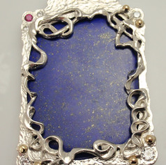 a larg lapis in an organic frame