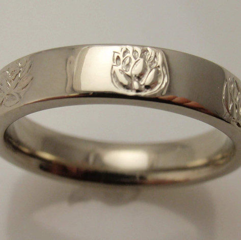 lotuses in gold band