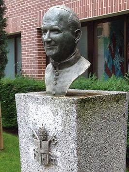 Escultura bronce Juan Pablo II Colegio Everest