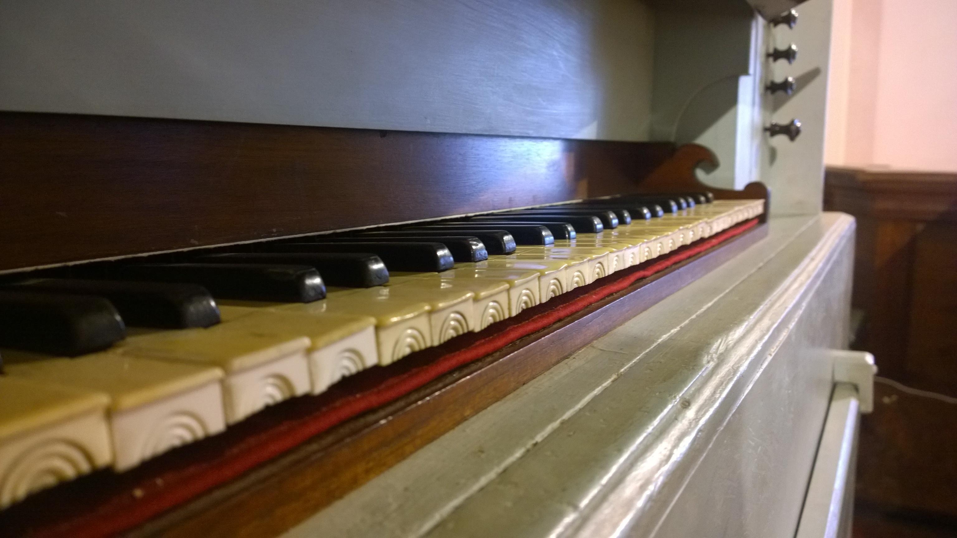 La tastiera dell'organo antico