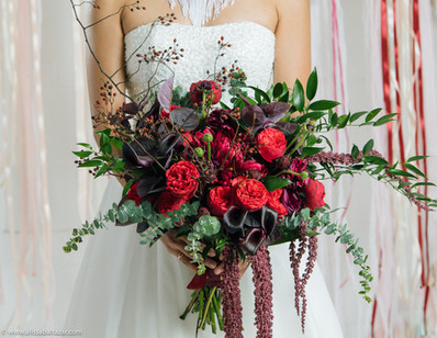 Bride bouquet, roses, Hamilton wedding photographer.
