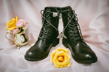 Alternative wedding photographer in Hamilton. Bride's shoes and jewerly, roses, bride's bouquet, wedding flowers, wedding decore.