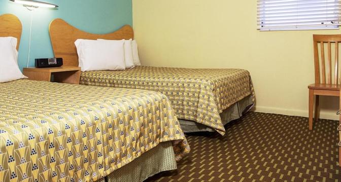 E Bedroom 1.jpg
