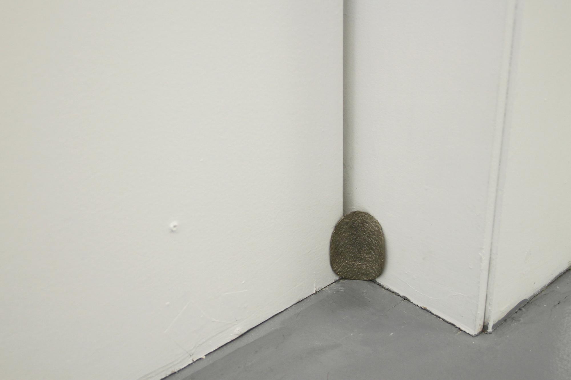 이다슬, Corner piece, 2015, 백색청동, 70mm
