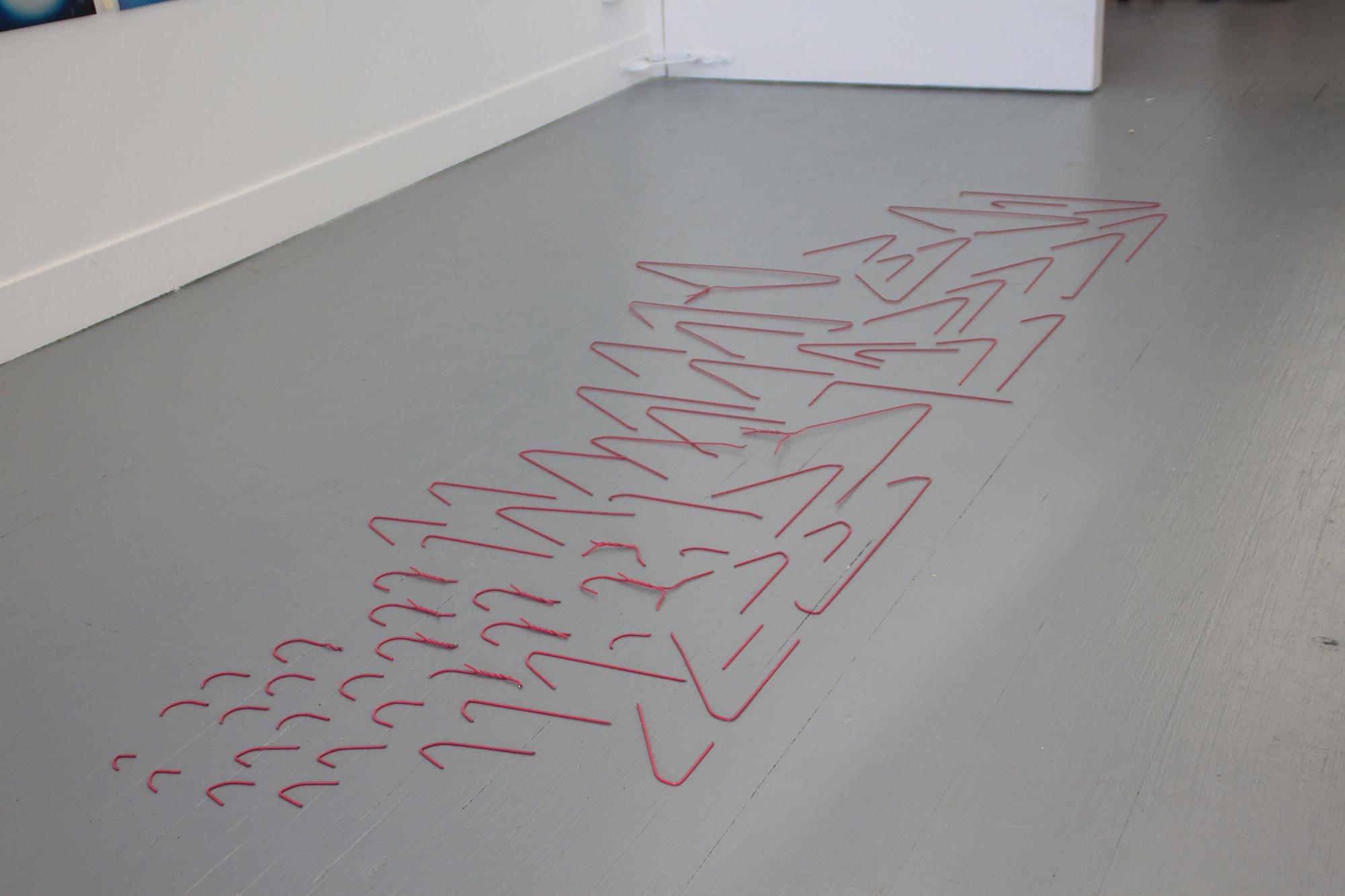 이다슬, Untitled, 2015, 쇠옷걸이