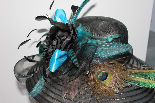 9413551520 Black wide brimmed horsehair hat featuring peacock feathers
