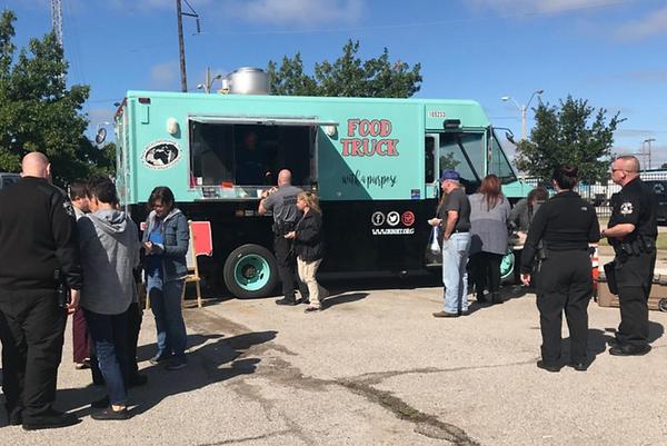 Food Truck feeding at OKC jail_edited.pn