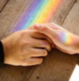 handen regenboog.jpg