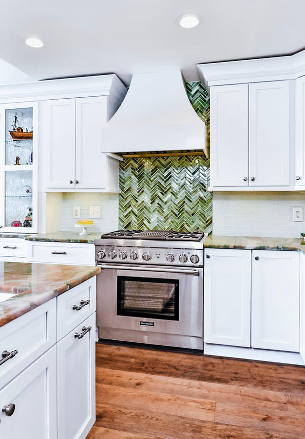 Modern-white-kitchen-stove-range-vent