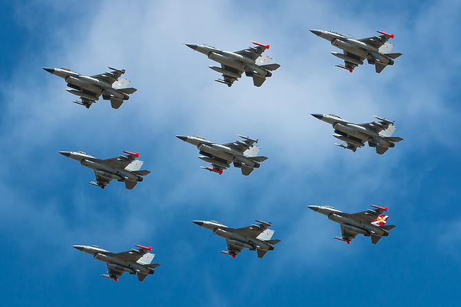F-16 x9-ship formation