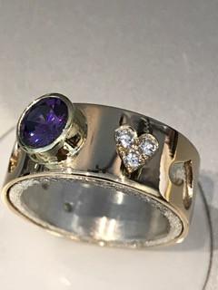 Ring;_sølv,_gull,_diamanter_og_cubic_zir