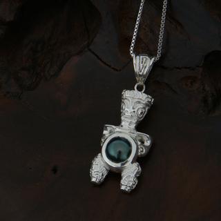 Pendentif Tiki en argent rhodié et cabochon de perle de Tahiti