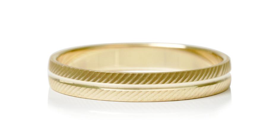 Alliance en or jaune 9kt - 19 900 xpf