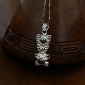 Pendentif Tiki en argent rhodié et cabochons de perle de Tahiti