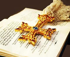 cross-holy-bible-21637417.jpg