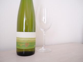 ノボリのケルナー 2018 良い感じな青りんこ感の白。 北海道の10Rさんのワインは気になるのがいっぱいです。  こちらはその内グラスで開けます。運良く出会った方は是非お試しください。  2020/12/18  #ノボリのケルナー