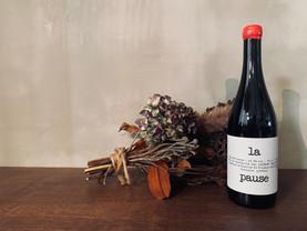 Laurent Saillard / La Pause 2019 赤ワイン  🍇 Gamay (ガメイ) 🇫🇷  歴史的な猛暑と言われた2019ヴィンテージ。Pawでは2本しか取れませんでした。泣赤いプリティな果実を連想させるグビグビ系。休みな日に外に持っていって、サンドイッチ食べながら飲みたい一本。  #lapause #laurentsaillard   2021/5/26